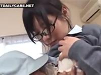 おじさんに無理矢理挿入された眼鏡女子校生がセックスにハマる