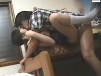 女子生徒に肉体関係を迫り処女膜を貫通させる家庭教師の盗撮動画