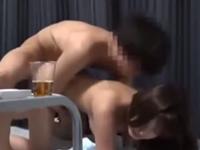 宅飲み盗撮動画 巨乳の女友達を酔わせてセックスを盗撮してみた