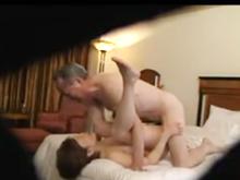 熟年カップルのセックスを盗撮!熟女の一番奥深くで中出しする高齢者