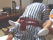旅館の仲居を呼び出しては強引に犯す常習犯の盗撮動画が生々しい