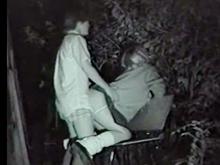 夜の青姦を盗撮されたヤンキーの学生カップル…ギャル女子校生をバックで突きまくり