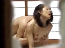 両親のセックスを盗撮!?休日の朝っぱらから父の上で腰を振る肉食系の母