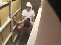 職場でいい感じの男女を盗撮してたら倉庫でセックスし始めた