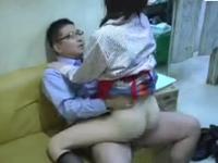 エロ店長の盗撮動画 アルバイトの女の子と事務所でセックス