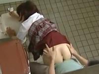 先生と女子校生が公衆トイレでセックス 小さなお尻をバックから突き上げる変態教師