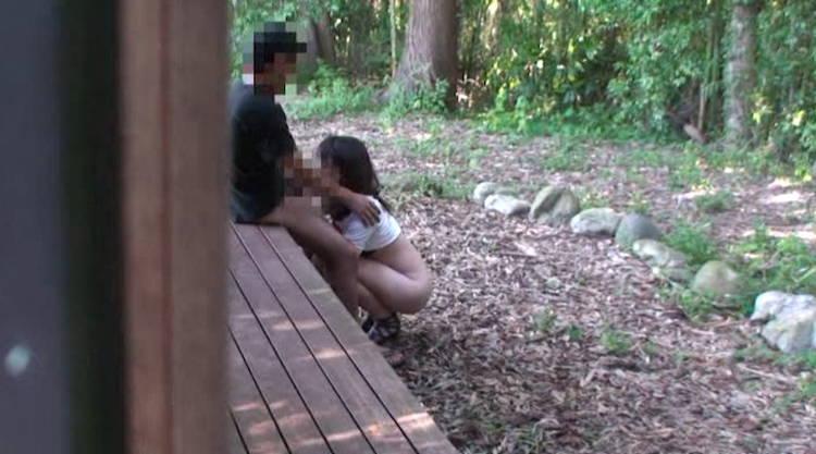 野外のカップル…3