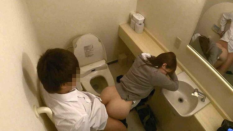 トイレでセックスしてるJK…7