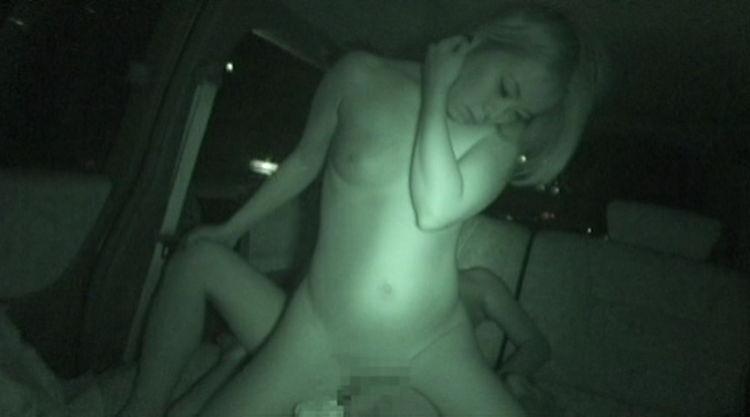 真っ暗な車内を盗撮…3