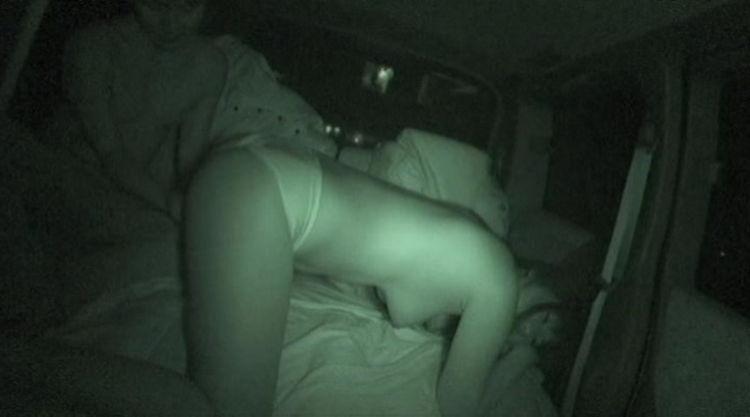 真っ暗な車内を盗撮…4