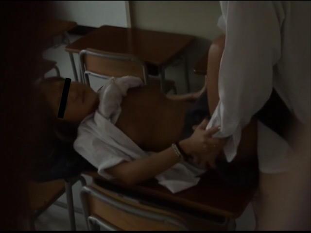学校でセックスしてるJKを盗撮 …1